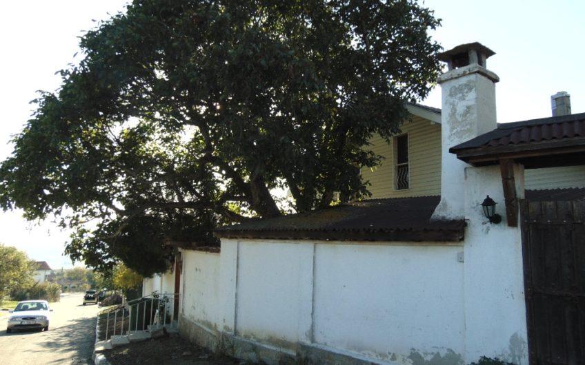 Къща в тих квартал